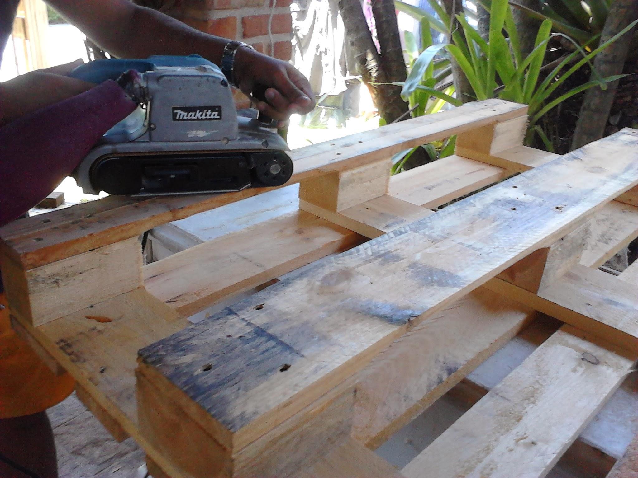 Como fazer um sofa de pallets2 #4B6522 2048x1536