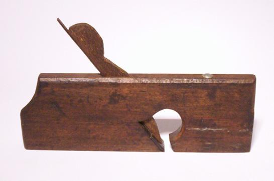 Ferramentas-antigas-de-marcenaria-plaina-rebaixadeira